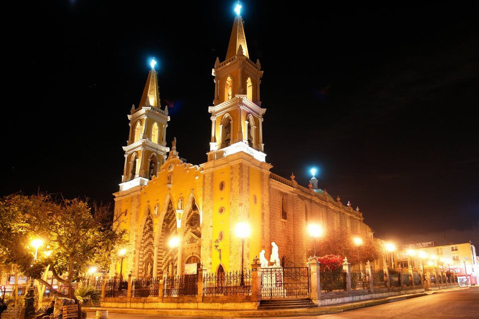 Catedral night
