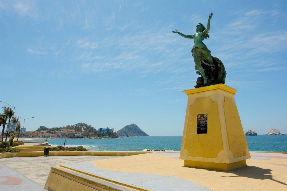 Monumento a la mujer Mazatleca