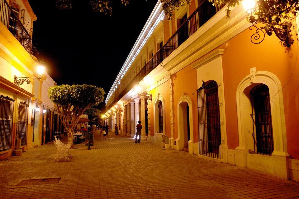Teatro Angela Perralta night